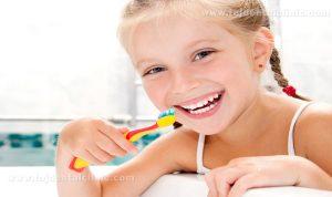 مسواک زدن دندان کودکان